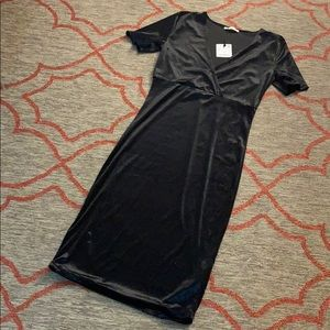 NWT Black velvet Zara v-neck short sleeved dress